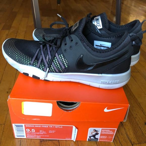 a057cfc055802 Womens Nike Free TR 7 Mtlc 922844-001 sz 9.5 Black